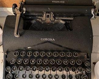 Vintage Typewriter- Carona