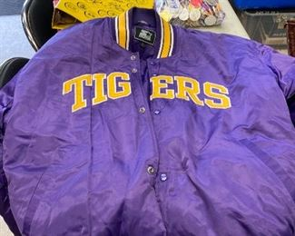 https://www.ebay.com/itm/114793428322	TM9404 LSU Starter Jacket XL		Auction