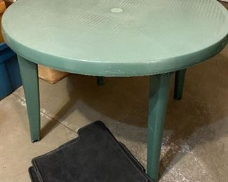 Plastic round outdoor table, car mats