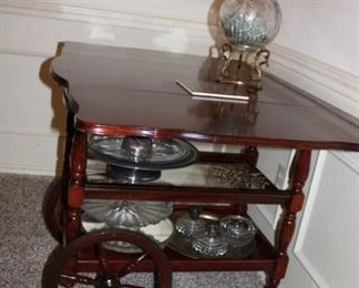 Great condition, serving/bar rolling table. Folds as the two sides are drop leaf.