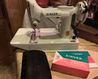White Singer Featherweight Sewing Machine W/Case...works well