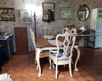 Dining table with 2 inserts and 6 chairs