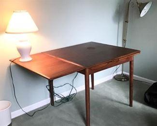 Danish Refractory Table