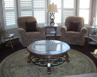"""Lazyboy recliners, coffeetable,  92"""" round  rug"""