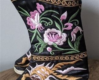 """Lot 018-2 Vintage South Korea Children's Hand Embroidered Booties Flowers Fish 7x5 x2.5"""""""