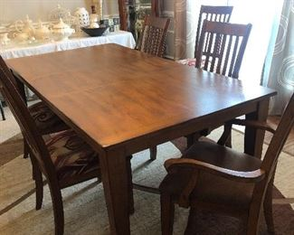 Beautiful our dining room table. Comes with four side chairs and two captains chairs