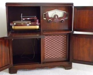 """Antique Zenith Record Player and Radio Combo(35""""x35.5""""16"""")"""