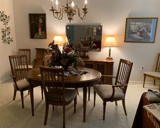 $650- OBO-Gorgeous Drexel table and six chairs and two leaves