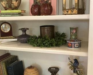 Bookshelf décor