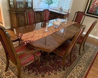 Beautiful formal dining room table & chairs...