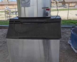 Manitowoc 800Lb Air Cooled Ice Machine With Bin