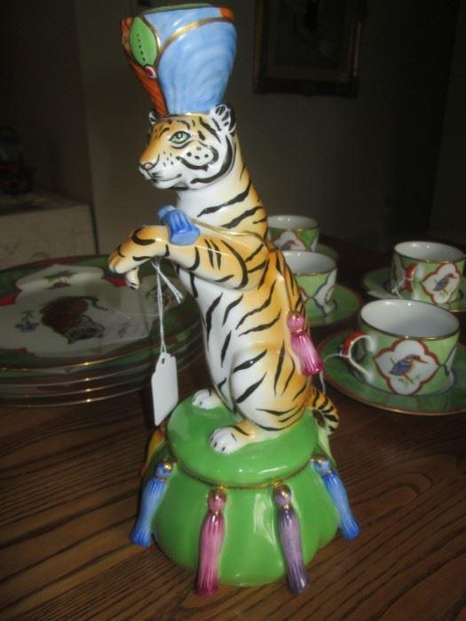 Lyn Chase Tiger Raj serving set