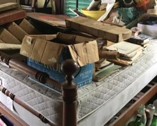 Antique Cannonball bed
