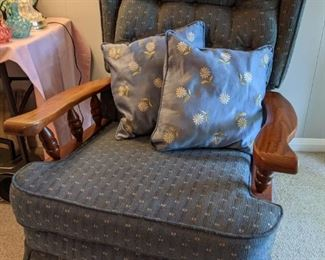 Colonial style recliner