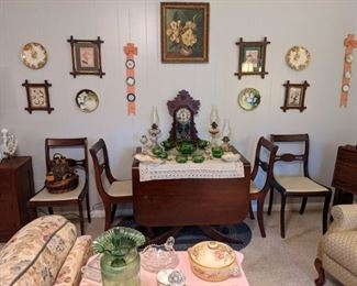 Duncan Phyfe drop leaf table & 4 chairs