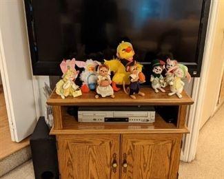 Oak TV Cabinet,....TV....Anna Lee dolls