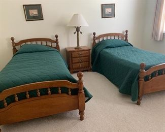 Vintage Dixie Furniture Company Twin Beds