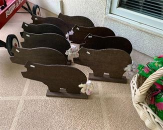 Hosting a BBQ...Cute Little Piggies to Decorate With!!