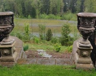Y1262 Garden Urns with Lion Pedestals
