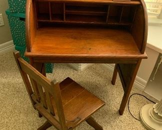$525~ OBO ~ ANTIQUE AMERICAN CHILDS ROLLTOP DESK WITH CHAIR