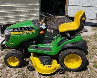 Almost new John Deere Tractor