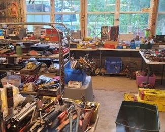 1,000s of hand tools throughout building