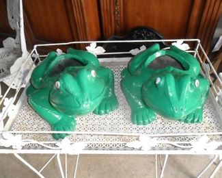 Frog cement planters