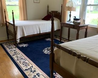 Antique Four-Poster Twin Beds with Rolling Pin Headboard Design