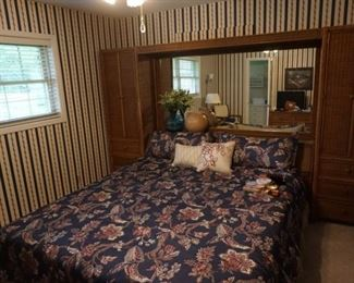 wicker king bed unit