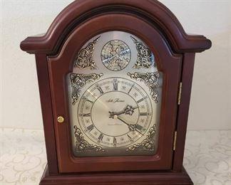 Seth Thomas Tempus Fugit Quartz Mantle Wood Clock