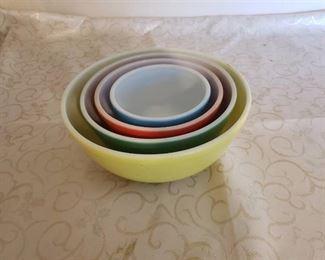 4 Vintage Pyrex Nesting Bowls excellent condition