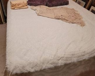 Chenille Bedspread with Queen Sheets, 2 Throw Pillows and Throw