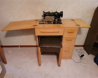 Singer Sewing Machine ~Cabinet with Bench~ Singer Manufacturing Co.