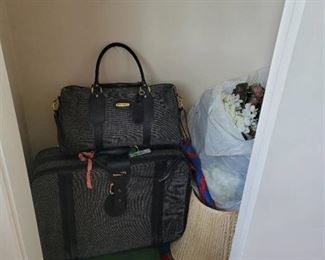 All Contents of Entryway Closet