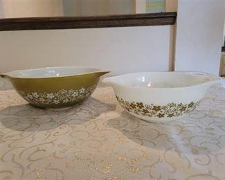 Pyrex Bowls 2.5 qrt. and 4 qrt~ no chips