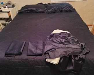 Full Size Black Sheet Set with 2 Pillow Cases and Dust Ruffle
