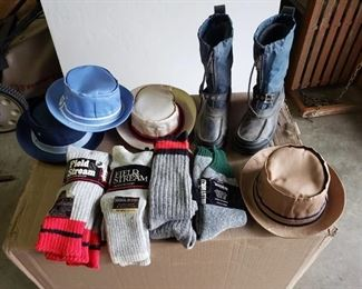 Insulated Socks, Hats and Mens Steel Shank Boots size 8