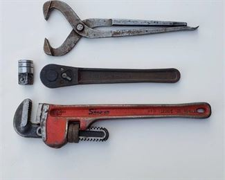 """Snap on 14 in. Pipe wrench, 1/2 in. Drive Ratchet, Dust Cap Removal Pliers and 1/2"""" To 3/4"""" Drive Socket Adapter Reducer"""