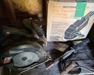 Master Mechanic Circular Saw, Craftsman 6in Sander and Polisher and other contents of shelf