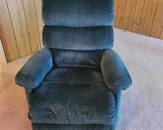 LA~Z~Boy Recliner matches reclining couch in lot 646. Located in walk out Basement.