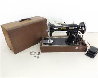 WORKING Vintage Reed's Electric Sewing Machine