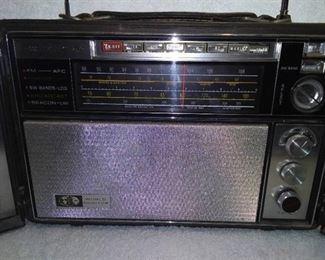 Vintage GE AM/FM/Shortwave World Monitor (WORKS)