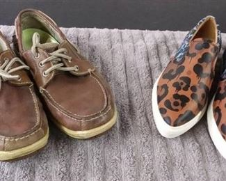 Men's Shoes Size 10 Brown Chaps/ Women's Shoes Size 7.5 Multi Coach & Large Golf Ball Umbrella