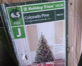 6.5 ft. Colorado Pine Christmas Tree 400 Clear Pre Strung Lights