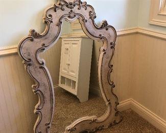 Pretty scroll mirror