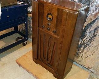 antique Philco console radio, tubes