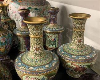 background: pair of Chinese urn vases 20th century lappet design rim