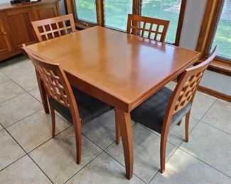 Calligaris Italian Extendable Dining Table and Six Chairs (4 side and 2 arm) Size: 47 x 35 x 30