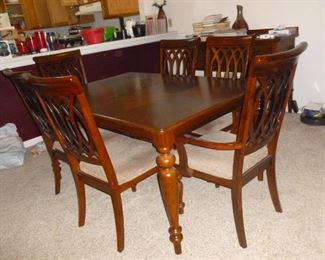 Really nice dining table w/6 chairs
