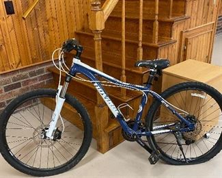 Novara Holly 2075 model 6061 bike SR Suntour XUE 30 Fork